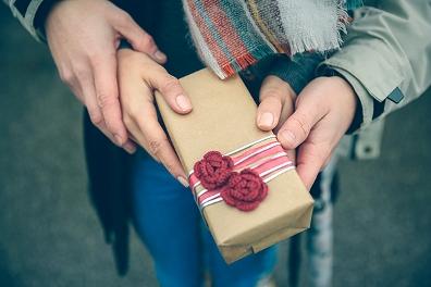 Навязчивая благотворительность и мед поэзии
